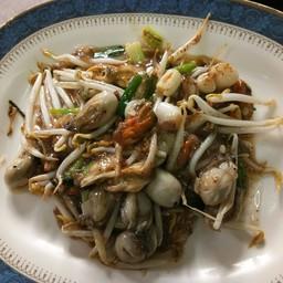 หอยแมลงภู่และหอยนางรมผัดซอส