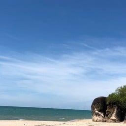หาดเก้าเส้ง