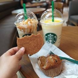 Starbucks แคมป์ เดวิส