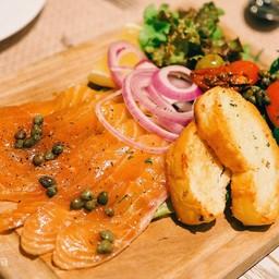Smoked Salmon With Mediterranean Salad