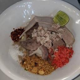 ก๋วยเตี๋ยวหมู-ซีฟู้ดต้มยำสูตรโบราณ Original Thai Noodle