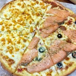 พิซซ่าคีโต 2 หน้า แซลมอนรมควัน และดับเบิ้ลชีส ไข่เค็ม (ใหญ่ 12นิ้ว 8ชิ้น)