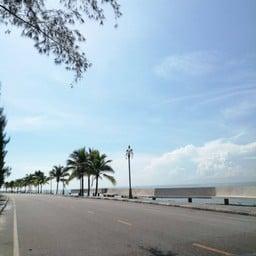 ชายหาดแหลมโพธิ์  LAEM PHO BEACH