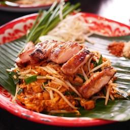 ผัดไทยไก่ย่าง
