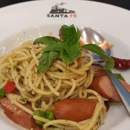 สปาเกตตี้ผัดอิตาเลี่ยน และไส้กรอกหมูคูโรบูตะ
