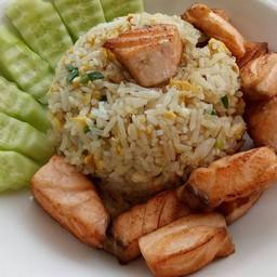 ข้าวผัดปลาแซลมอน