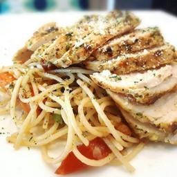 สปาเก็ตตื้อกไก่อบ Spaghetti with chicken breast