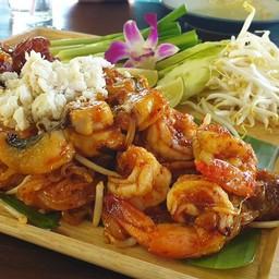 ผัดไทยโคตรเครื่องปลา ปู กุ้ง จานใหญ่