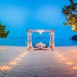 Romantic Private Beachfront Cabana Dining