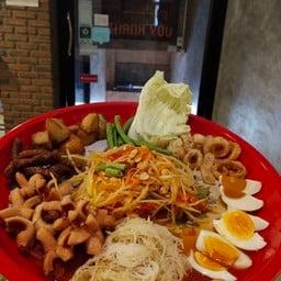Noi Kwa Roi Bar & Restaurant  สุขุมวิท 22