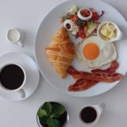 Like Italy Cafe-Bakery Phra Arthit Road