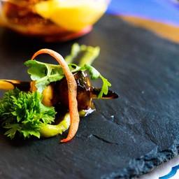 หอยเชลล์กอและ Avocado Black Diamond Scallops