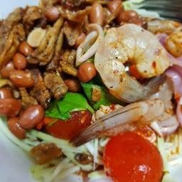 ยำมะม่วง กุ้ง ปลากรอบ ไข่แดง##1