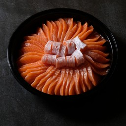 Salmon sashimi size L