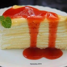 Strawberry Crepe Cake - 130 บาท