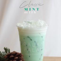 🌿 Classic Mint Milk ปิดท้ายด้วยเมนูคลาสสิก นมสดมิ้นท์ แค่นี้ก็หอมอร่อยแล้ว!