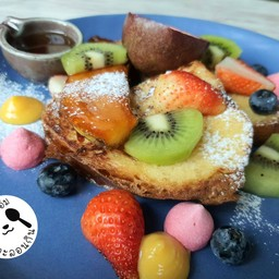 French Toast With Seasonal Fruits