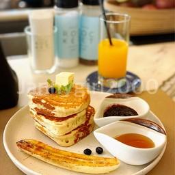 Pancake (berry and banana) :