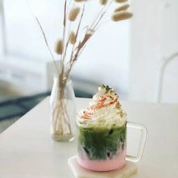 Flat White Café X Poshtel Lampang