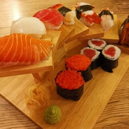 Varies Sushi Plated Set