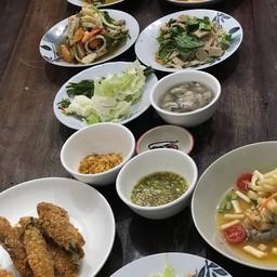 ยำขนมจีนปลาทูไก่ยอ