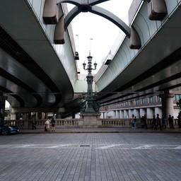 ถนนและทางเดินเท้าบนสะพานนิฮงบาชิ