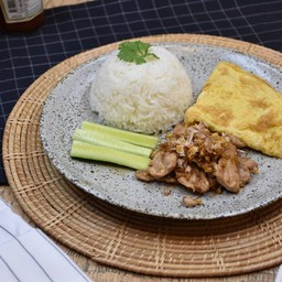 Stir Fried Garlic and Pepper Pork with Omelette Rice
