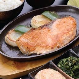 ชุดสเต็กปลาแซลมอน
