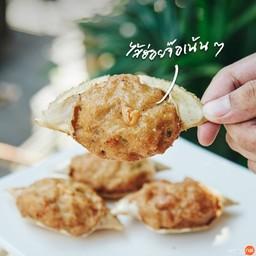 """""""ปูจ๋า"""" (3 ตัว 100 บาท) กระดองปูน่ารักอัดแน่นไปด้วยไส้หอยจ๊อหอม ๆ เพิ่มเติมคือคว"""