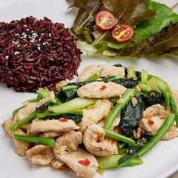 ข้าวไรซ์เบอรี่ + ผัดคะน้า Stir fried Chinese kale