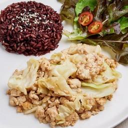 ข้าวไรซ์เบอรี่ + กะหล้ำปลีผัดน้ำปลา Stir fried cabbage