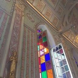 หน้าต่างแผ่นกระจกสีแบบโบสถ์คริสต์