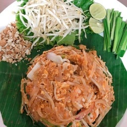 ผัดไทยกุ้งลายเสือ