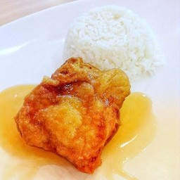 ข้าวไก่ทอดกกรอบซอสน้ำปลา