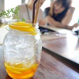 peach honey soda
