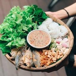 เมี่ยงปลาทูสมุนไพร น้ำเมี่ยงดีมาก เป็นน้ำจิ้มถั่ว อร่อย