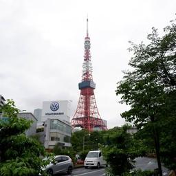 โตเกียวทาวเวอร์ จากบริเวณสถานีรถไฟอากาบาเนะบาชิ