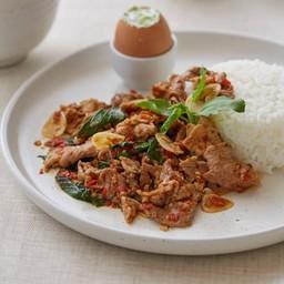 ข้าวหอมมะลิอินทรีย์กะเพราหมูคุโรบูตะ ไข่ขบถออนเซ็น