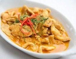 พะแนงหมู หรือไก่ กุ้ง เนื้อ Mild Red Curry