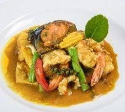 ผัดพริกเหลืองทะเลใต้ Mixed Seafood stir fry in Yellow Chilli Sauce