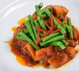 ผัดพริกขิงถั่วฝักยาวหมู Red Curry Paste stir fry with String Bean & Pork