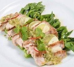 หมู หรือไก่มะนาว คะน้าสด Grilled Pork or Chicken with Lemon & Garlic Dressing