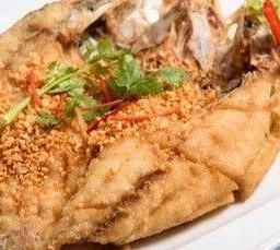ปลากะพงทอดราดน้ำปลา  Whole SeaBass served with Fish Sauce
