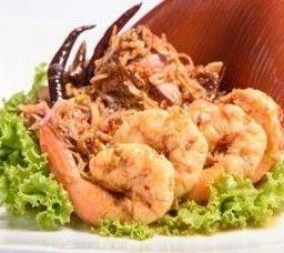 ยำหัวปลี ตำรับโบราณ  Banana Flower Salad with Pork & Shrimps