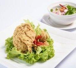 ยำปลาดุกฟู มะม่วง  Crispy Fried Catfish with Spicy Mango Salad