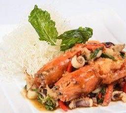 ผัดกะเพรากุ้งนาง ปลาหมึกสับ แนมหมี่ขาวกรอบ  Pab Kraprao with River Prawn
