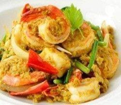 ซีฟู้ดผัดผงกะหรี่ Mixed Seafood stir fry with Curry Powder Sauce