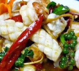 ผัดขี้เมาทะเลยอดมะพร้าว Mixed Seafood & Young Coconut Shoot stir fry with Chilli & Garlic