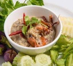 หลนปูนิ่ม ผักสด ปลาดุกฟู  Soft Shell Crab & Minced Pork Coconut Milk Dips served with Catfish & Fresh Vegetables