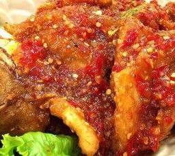 ปลากะพงทอดราดพริก Whole SeaBass served with Chilli Sauce